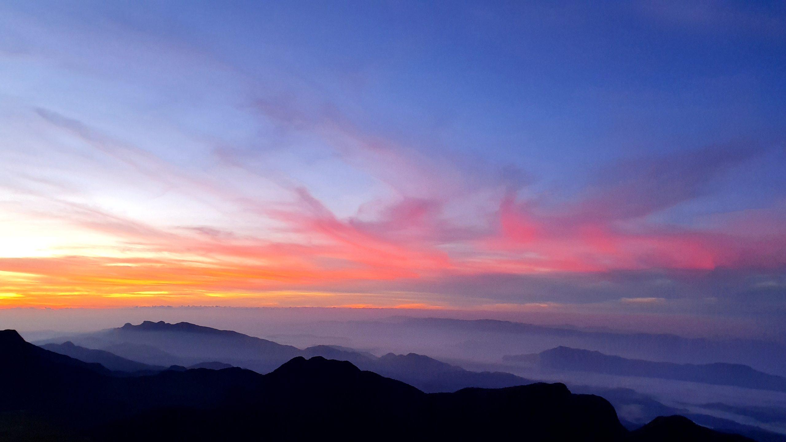 Szczyt Adama wschód słońca warto zobaczyć Sri Lanka