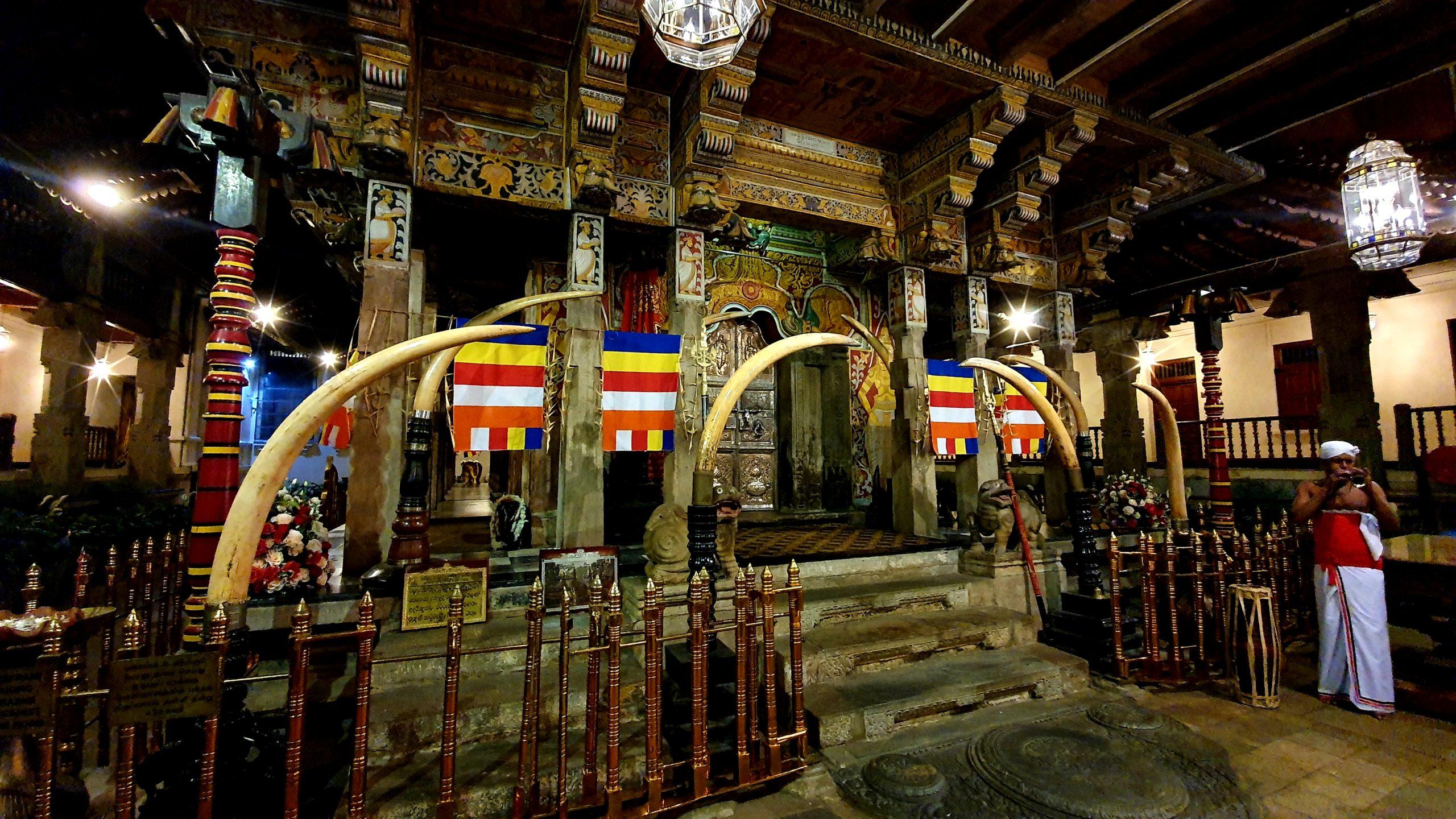 Kandy Świątynia Zęba Buddy Sri Lanka