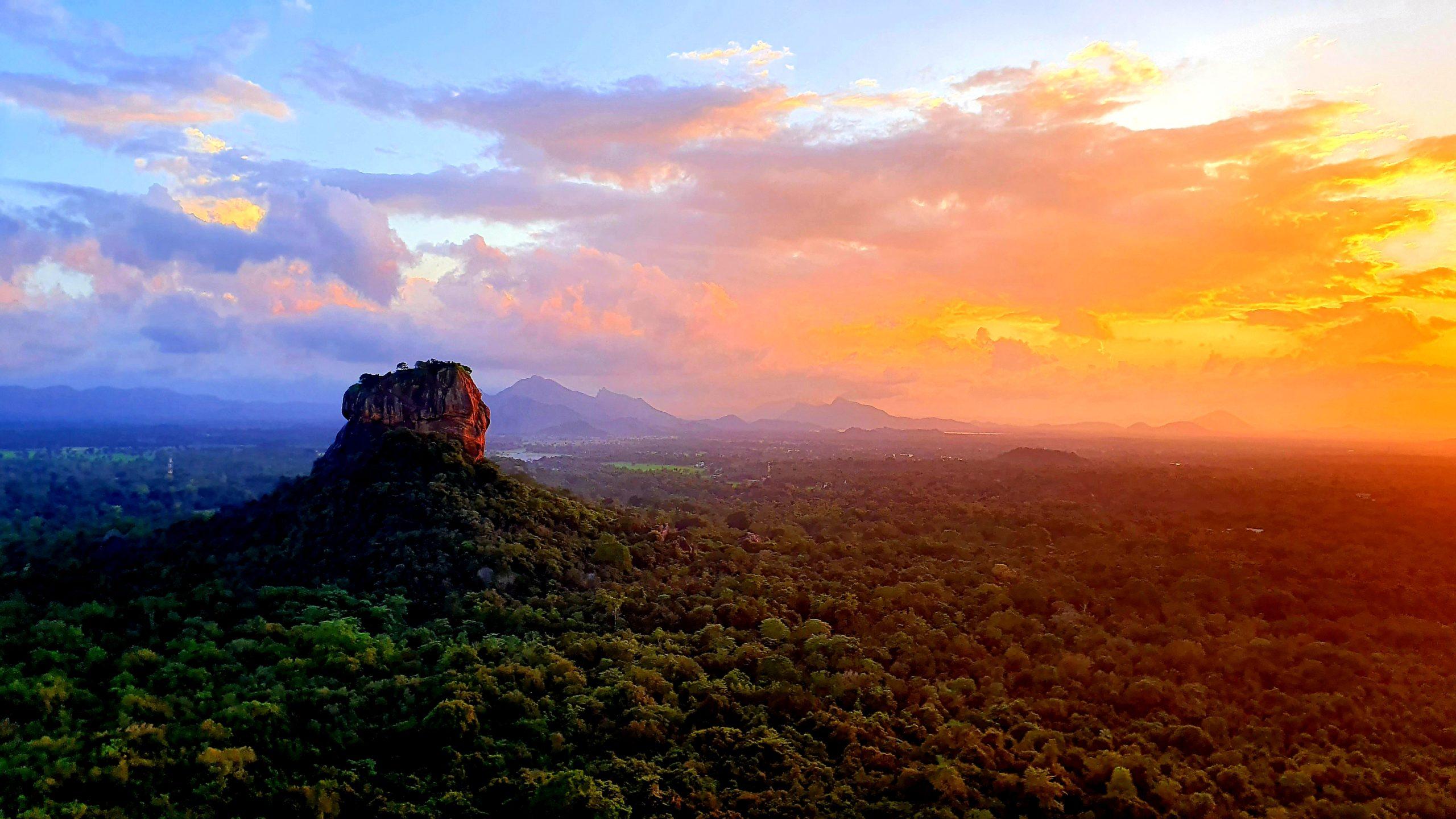 Zachód słońca ze szczytu Pidurangala Sri Lanka